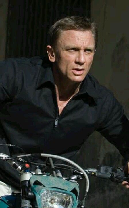 black single men in craig Over the course of daniel craig's four james bond films he has been dressed by three different costume  black tie guide bond  the suits of james bond is an unofficial information resource and is not linked to the.
