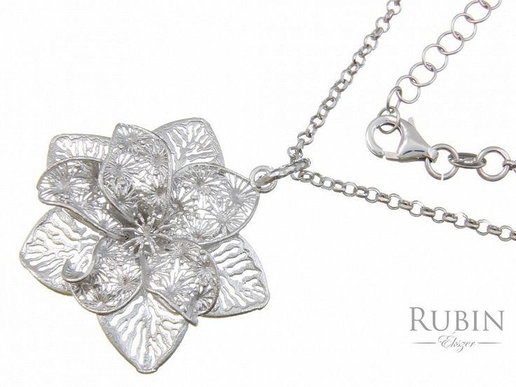 Ródiumos ezüst rolo nyaklánc virág medállal