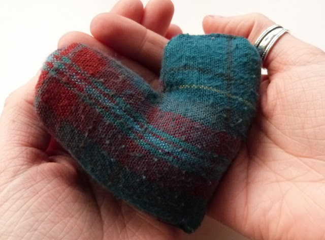 #DIY Handwarmers! So easy to make and you don't any fancy material, just rice! Perfect for stocking fillers.