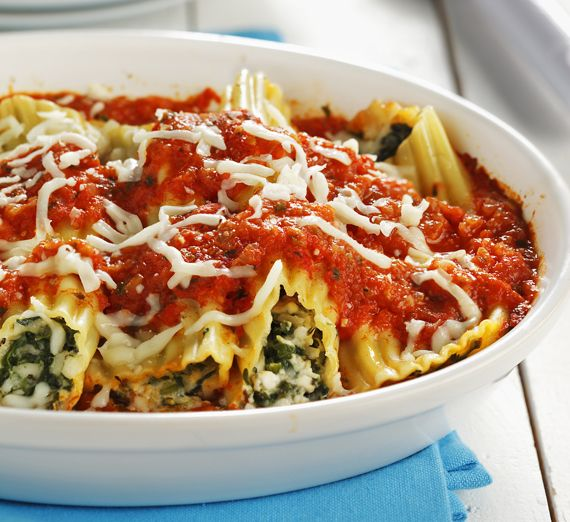 CanolaInfo | Spinach Stuffed Manicotti with All-Purpose Tomato sauce | Try this delicious manicotti dish served with homemade tomato sauce.