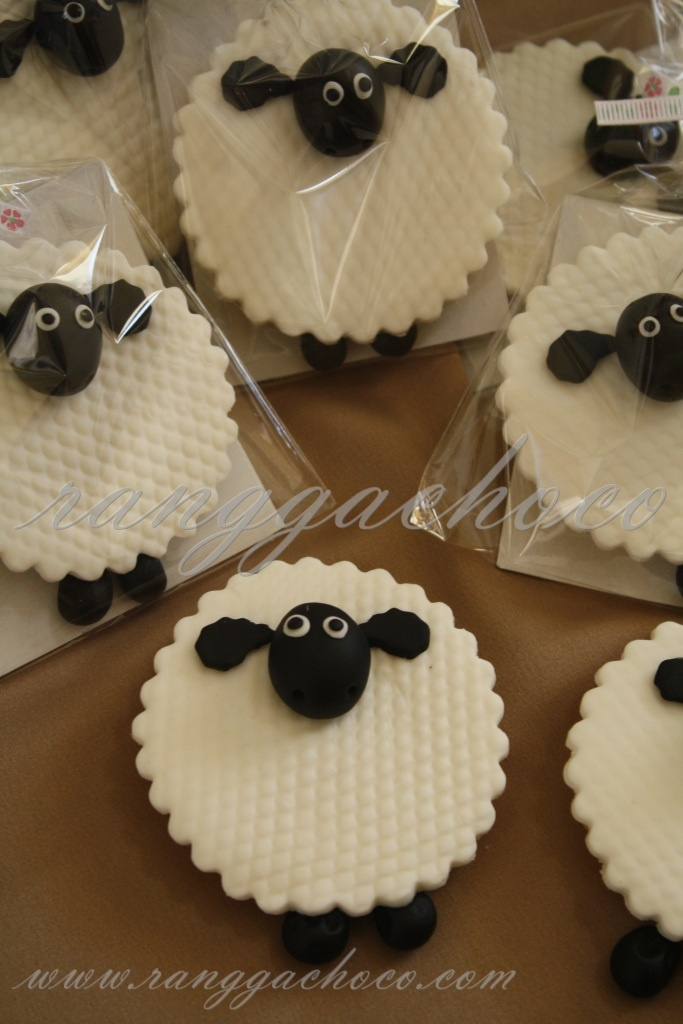 Ranggachoco: Shaun The Sheep Cookies, Birthday Cake and Cupcakes