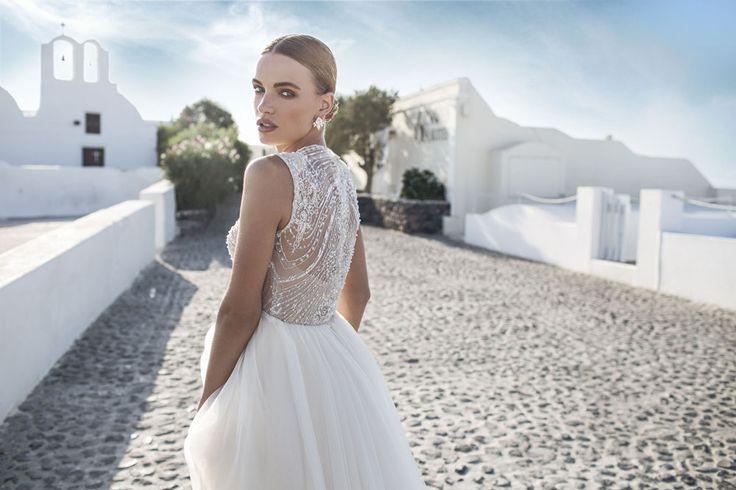 Νυφικα για καλοκαιρινο γαμο. Ιδεες και νυφικές προτάσεις για καλοκαιρινο γαμο. Δείτε την φωτογραφηση νυφικων στη Σαντορινη.