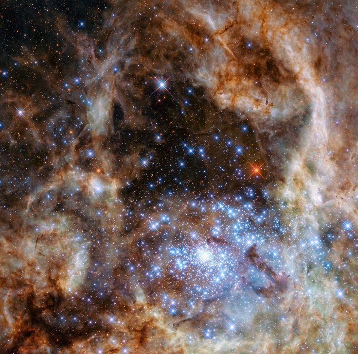 L'amas d'étoiles R136a dans la nébuleuse de la Tarentule