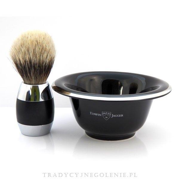 Tradycyjne porcelanowe naczynie na mydło i pianę do golenia - kolor czarny ze srebrnym brzegiem. Na naczyniu sygnatura znanej angielskiej manufaktury z Sheffield - Edwin Jagger.