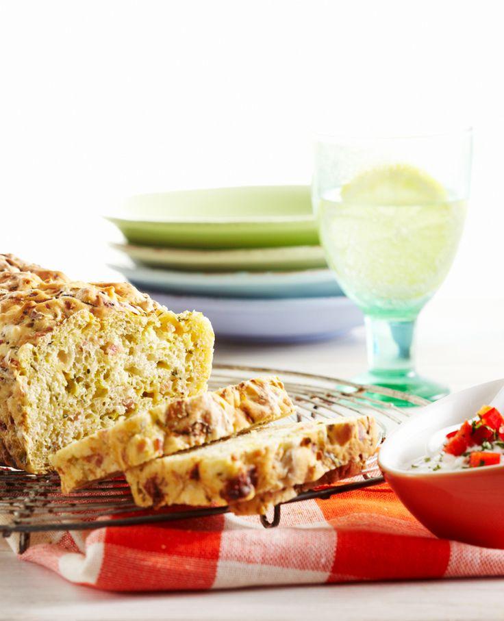 Selbstgebackenes Zucchini-Brot mit Quarkdip #hochland #käse #rezept #recipe #zucchini  #heissescheiben #quark #dip #brot #hochlandkaese #lustundlaune