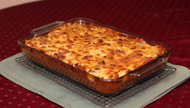 Pasta napolitana con salsa blanca y tocino