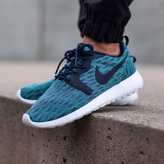 nike roshe one print blue fade nails