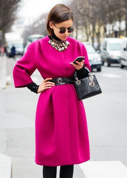 Розовое с чёрным пальто