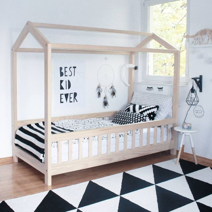 """Lorena on Instagram: """"It's half past nine and this bed is still empty... Where do toddlers get all that energy? #norestfortherad #minilearners"""""""