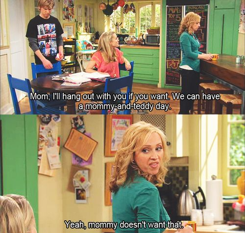 Leigh Allyn Baker, plays mom Amy Duncan on Good Luck Charlie. She's hysterical!!!  And I just LOVE the home decor!!