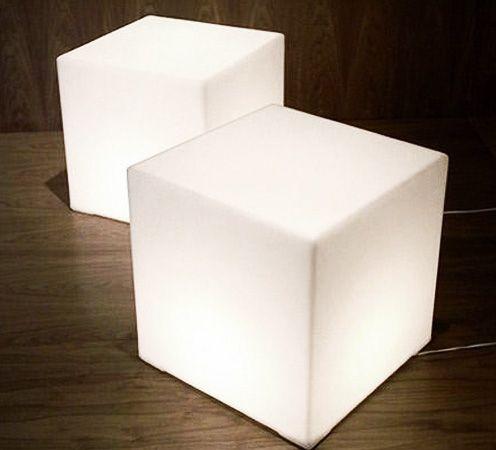 Poliethylene cube by FORADESIGN