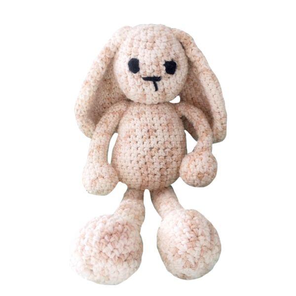 Conejo Amigurumi, cosido y bordado a mano para mayor resistencia, el compañero perfecto de tu peque, si prefieres tu amigurumi entro color escríbenos a hola@bemonster.co