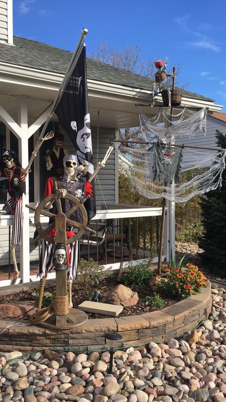 Best 25+ Pirate halloween decorations ideas on Pinterest | Spooky ...