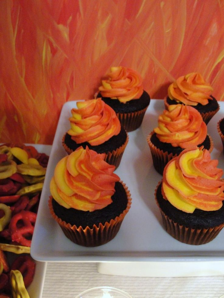 Pipe Two Colours Of Icing At Once To Create Flames Yummy