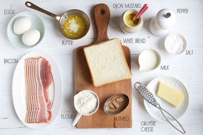 【基本の材料】 ・パン2枚 ・ハムまたはベーコン ・チーズ(グリエールチーズがオススメですが、とろけるチーズなどでもOK!) ・ベシャメルソース※ ・塩、こしょう   【トッピング】 ・卵 ・マスタード