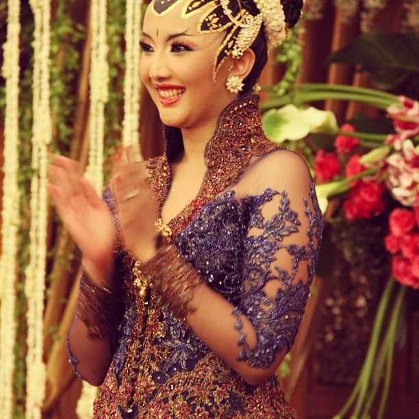 "105 Likes, 8 Comments - Vera Anggraini (@verakebaya) on Instagram: ""#wedding #fashion #indonesia #kebaya #jawa"""