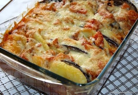 Запеканка просто супер вкусная, сочная, сытная и простая в приготовлении. Советую всем. Ингредиенты: 6 – 7 картофелин 2 средних бакл...