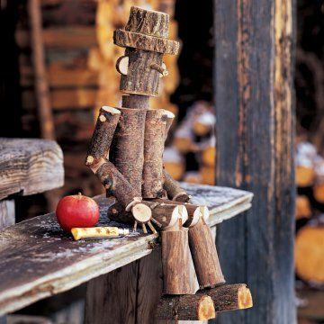 Pantin en morceaux de bois assemblés et articulés