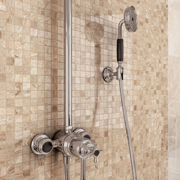 Minoli - Gotha - Wall Tiles: Gotha Gold Lux Mosaic 30 x 30 cm. The beauty of the mosaic with the refinement of the marble look. This is Gotha Gold Lux by Minoli