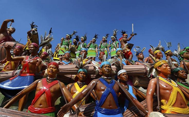 22/Jan/2013 - ÍNDIA  -  Indianos usam roupa tradicional em ensaio para o desfile do Dia da República, que acontecerá neste sábado.