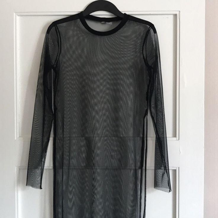 Transparent klänning använt 1 gång i fint skick! Frakt 35kr med postnord . Toppar.