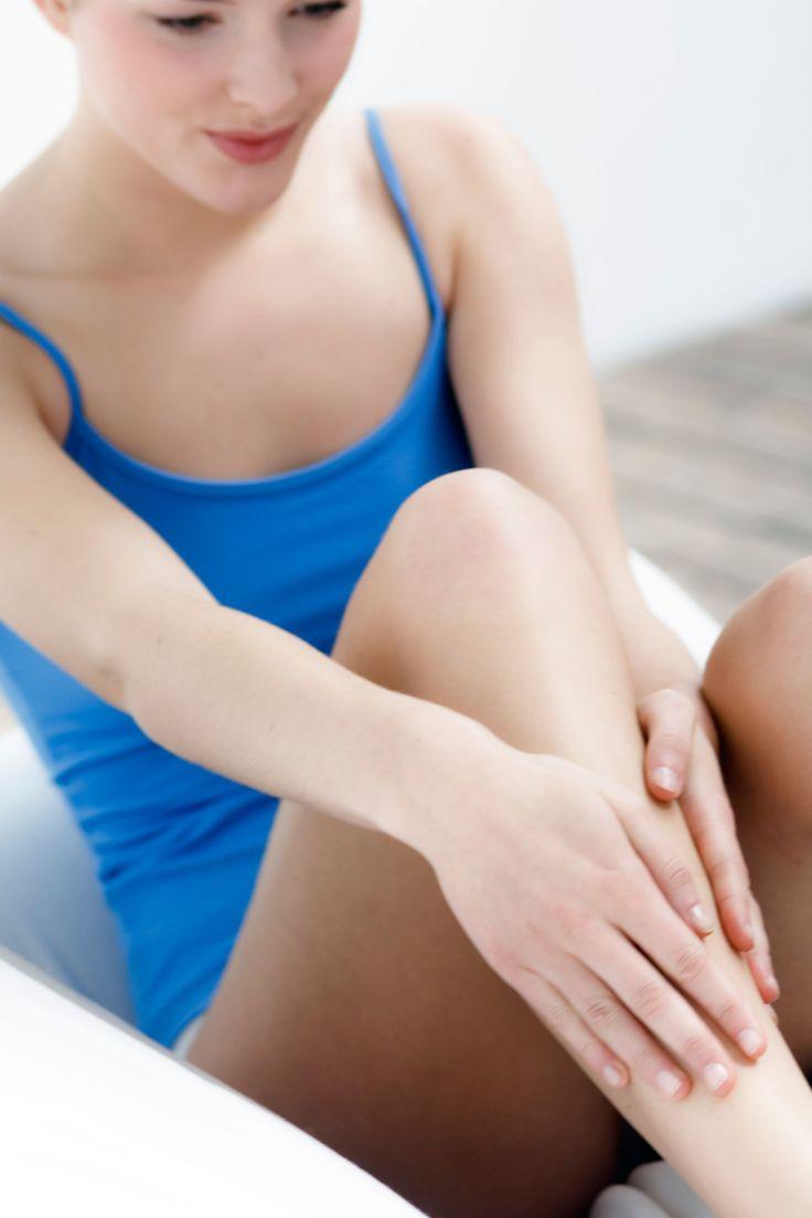 Leiden Sie auch unter schweren Beinen? Schuld können Ihre Venen sein. Wir zeigen Ihnen 5 Tipps, die Sie problemlos in den Alltag einbauen können.