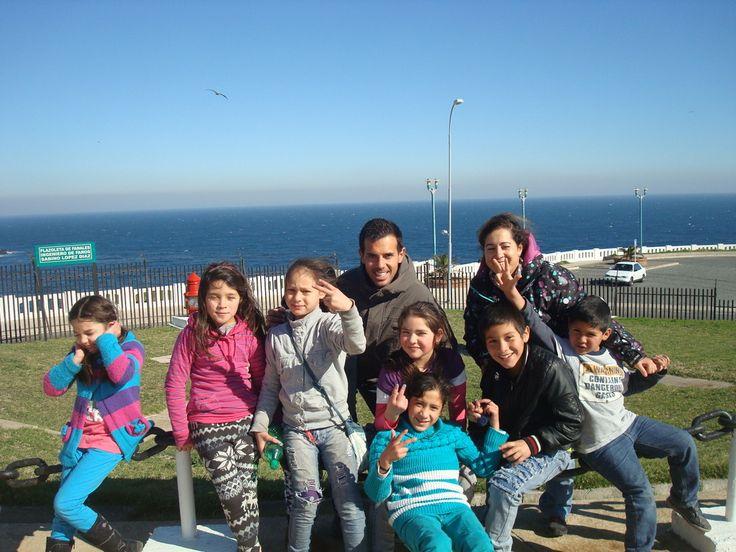 2014 - Excursión a Valparaiso. Voluntariado internacional Taller en el Sur 2014. Conoce las vivencias de nuestros voluntarios y voluntarias.  http://estrechandolazostds.wordpress.com/2014/07/30/nuestros-de-primeros-momentos-en-chile/