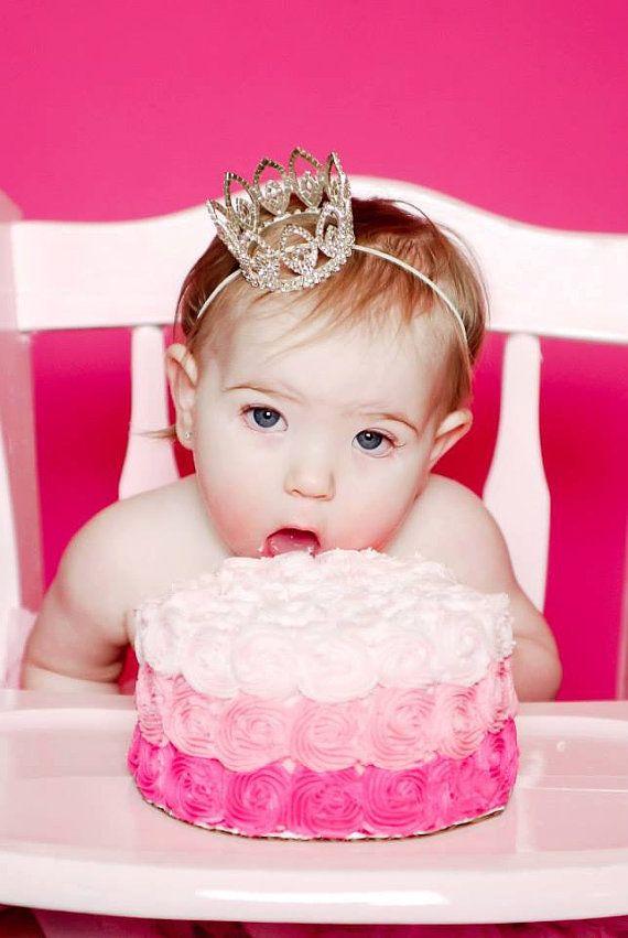 Etsy の ベビー鉢巻き誕生日クラウン幼児の鉢巻き誕生日女の子オーストリアのクリスタル by EllaBooCouture