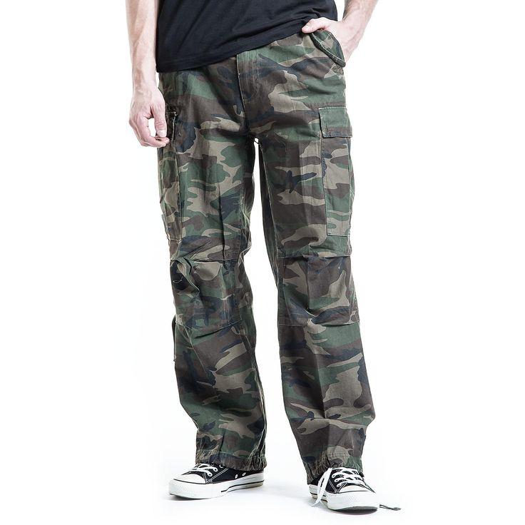 """#Pantaloni """"M65 Vintage Trousers"""" della collezione #REDbyEMP taglio casual extra comodi, modello Loose Fit con stampa camouflage. Dotati di 2 ampie tasche laterali e 2 sul retro, lacci nell'orlo inferiore, per fermare i pantaloni una volta arrotolati. Stile Vintage, in morbido cotone."""