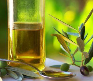 Olivový olej sa pomaly ale isto stal súčasťou takmer každej domácnosti. Nielenže je zdravší, ale jedlá sú s ním o čosi chutnejšie. To ale nie je všetko. Rovnako ako pri varení vie pomôcť aj pri...
