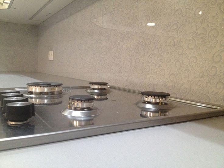 Kuchynská zástena z kaleného bezpečnostného skla s grafikou.