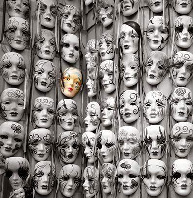"""Forskellige typer af Psykosyntese  Man kan skelne mellem forskellige typer af psykosyntese, der udfolder sig fortløbende i menneskets udvikling. Der er den personlige psykosyntese, hvor mennesket samler de psykologiske kræfter omkring det personlige """"jeg"""". Det er ikke her muligt at beskrive de mangfoldige metoder, som psykosyntesen benytter for at opnå samling og integration. Men de baserer sig på visualiseringer, meditation, rollespil, positiv tænkning, kreative og ekspressive teknikker som…"""