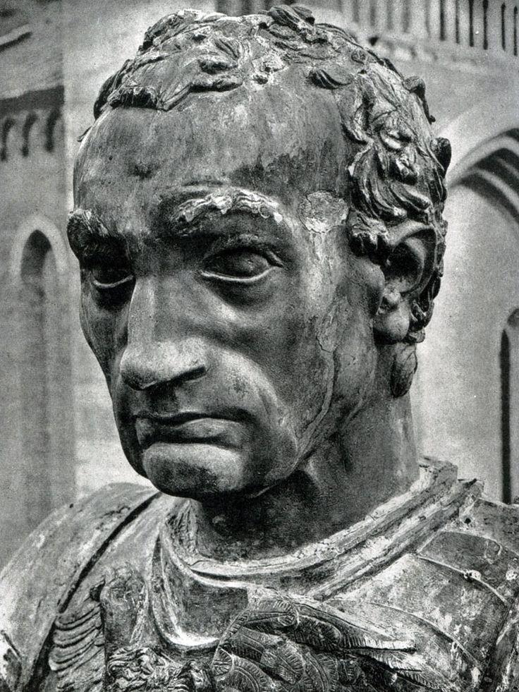 История искусств. Том 3. Донателло. Конная статуя кондотьера Гаттамелаты в Падуе. Фрагмент.