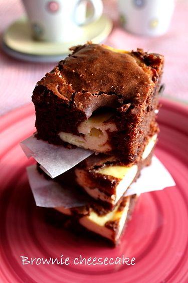 Prajitura brownie cheesecake. Mod de preparare brownie cheesecake. Prajitura cu ciocolata, ricotta si mascarpone. Reteta prajitura brownie cheesecake.