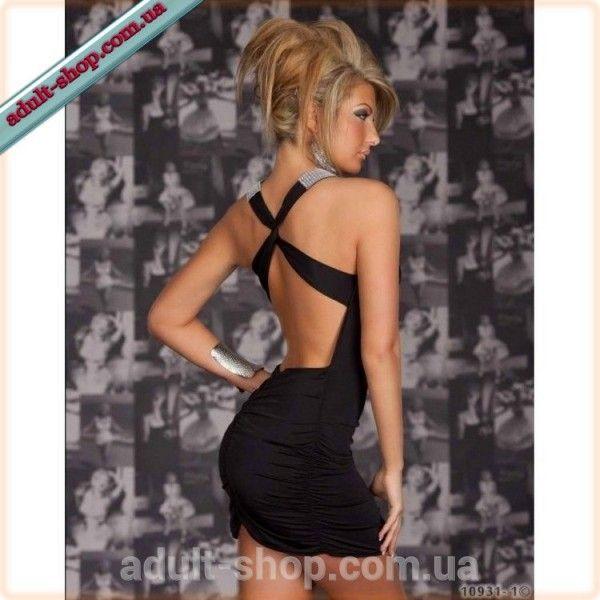 Стильное черное платье с аппетитными фигурными вырезами