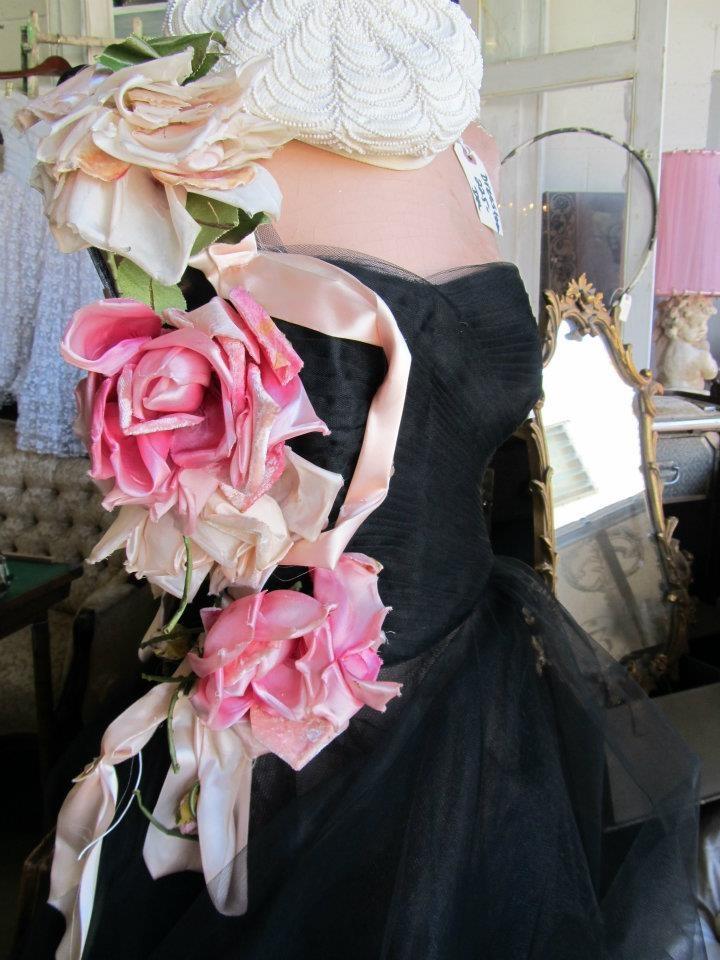 vintage millinery roses; photo by Tricia Samsal: Con Flora, Vintage Dreamy, Vintage Romantic, Rose Vintage, Vintage Photos, Gasp Vintage Millinery, Children, Photos Tricia, Huge Vintage