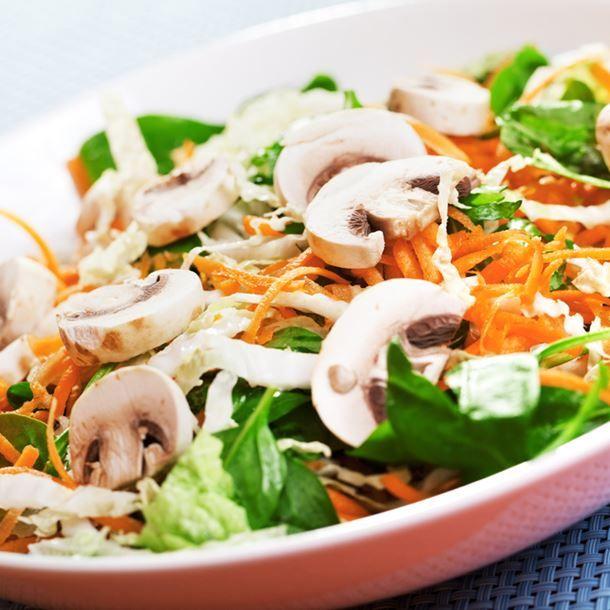 Salade de carottes aux champignons et aux noix