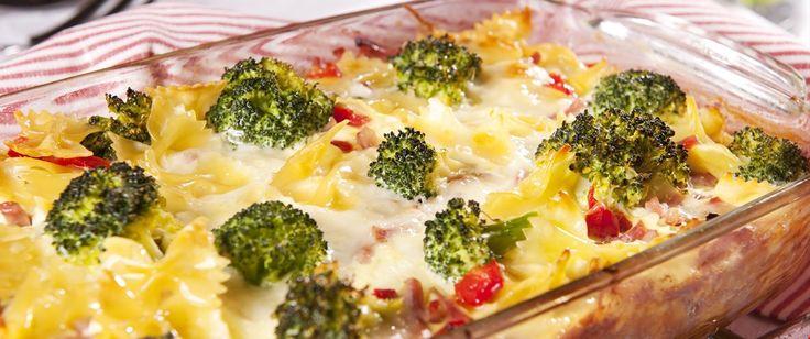 Dette er en 'alt-i-ett'-form som er rask og enkel å lage og som i tillegg smaker utrolig godt. Fullverdig middag på en-to-tre.