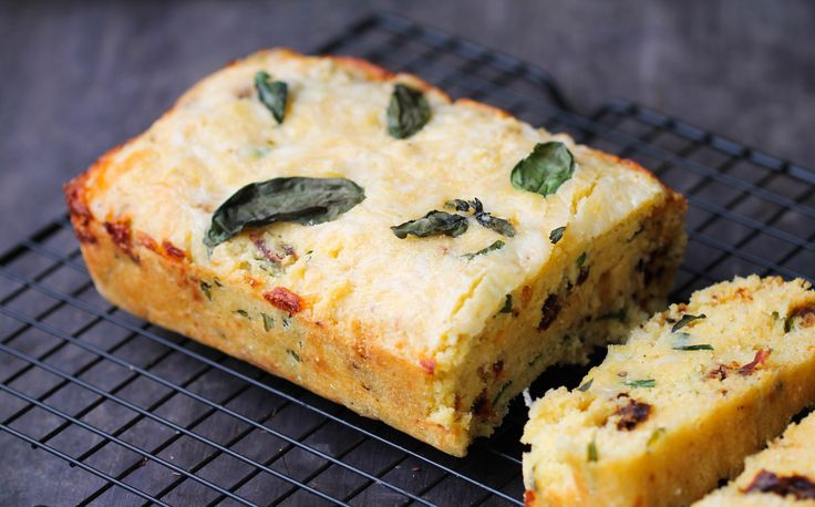 Corn Bread with Sun-Dried Tomatoes, Basil, and Cheese - delicious, fluffy, and easy recipe that everyone will enjoy as a side, with chili, or by itself!