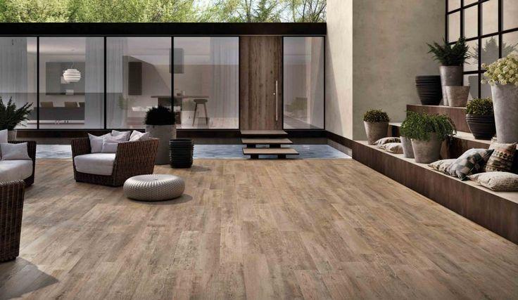 Modern terras met houtlook, gelegd met keramisch parket.
