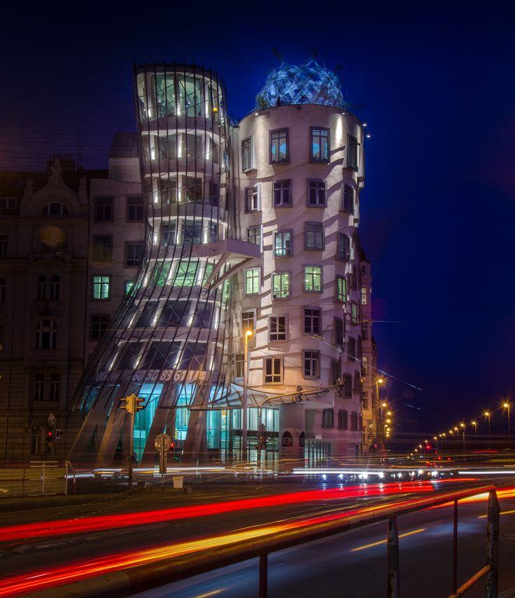 Tančící dům by Marek Weisskopf on 500px