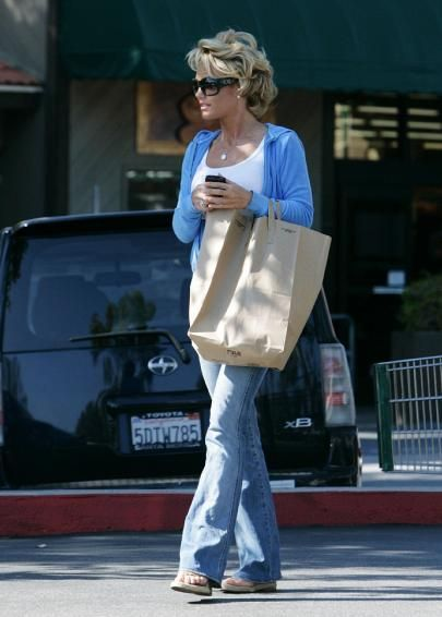 Kelly Carlson has the coolest hair?!