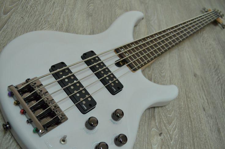 Bajo Yamaha TRBX-505 5 cuerdas