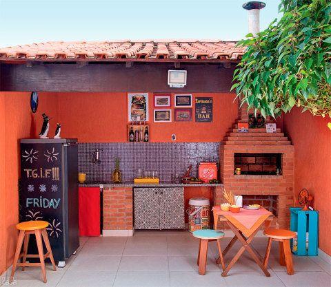 Quintal de sobrado tem jeito e clima de bar. Fotos de MINHA CASA.