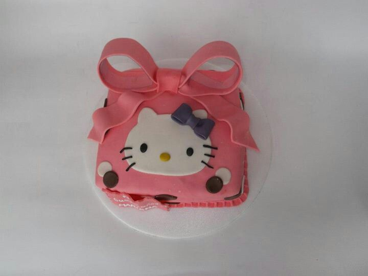 Hello Kitty cakes!!