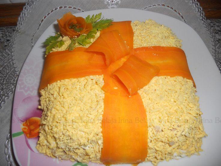 САЛАТ МИМОЗА   Irina Belaja Очень воздушный,без картофеля и риса. Ингредиенты: рыбные консервы, яйца, лук, твердый сыр, сливочное масло, майонез