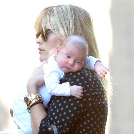 Reese Witherspoon Carrying Baby Tennessee James | Pictures