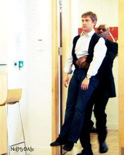 #wattpad #outros-gneros Mark Gatiss; Oh no, perdimos a Benedict. Moffat: No te preocupes, lo tengo controlado. Moffat: ¡MAR- Benedict: -TIN FREEMAN! Moffat: Lo encontré. --------- Porque todos amamos al Freebatch y sabemos que Benedict debe de ser noticeado por Martin algún día.
