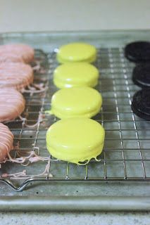 MBC: {How to make} Chocolate covered oreos!