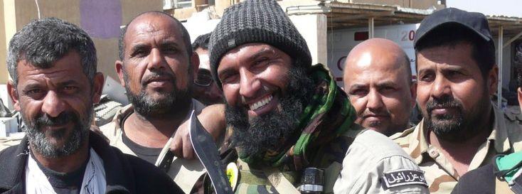 Abu Azrael (Mitte) mit schiitischen Kämpfern: Meister der Inszenierung